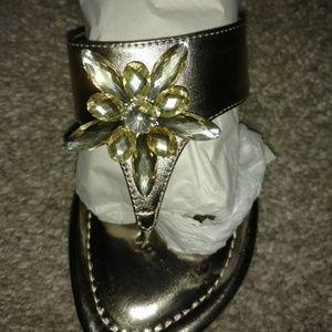 Tahari Ta-Trish Gold Sandals Size 5.5M #92